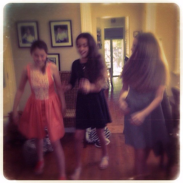Showing the moves. Dance Fever build up! With @hannah.breen @rubydawsonn and @__eviexx #dancefever #friends